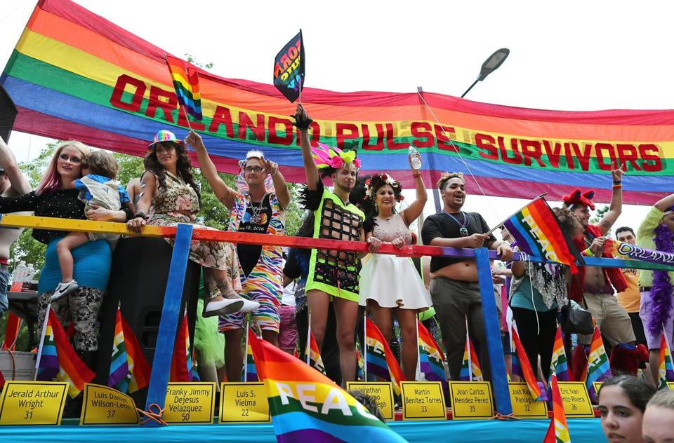 tlumacki_prideparade_metro010[1]
